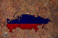 Karte und Fahne von Russland auf rostigem Metall - Map and flag of Russia on rusty metal