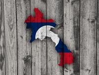 Karte und Fahne von Laos auf verwittertem Holz - Map and flag of Laos on weathered wood