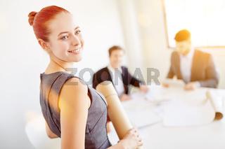 Geschäftsfrau bei Meeting im Büro