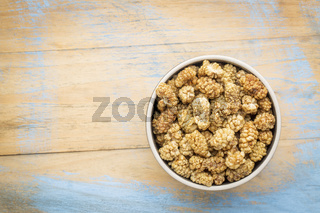 sun-dried white mulberry berries