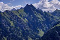Blick vom Himmelschrofen ins Dietersbachtal, dahinter die Höfats 2259m, Allgäuer Alpen, Allgäu, Bayern, Deutschland, Europa