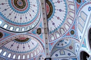 Kuppeln im innern der blauen Moschee in Manavgat