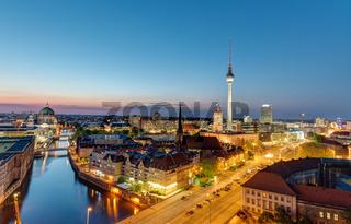 Die Berliner Skyline bei Nacht