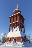 Historischer Holzkirchturm in Kiruna, Schweden