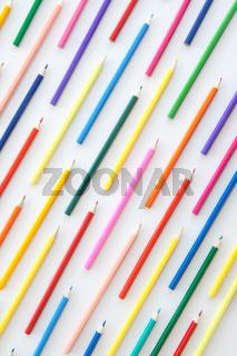 Bunte Stifte in Parallelen