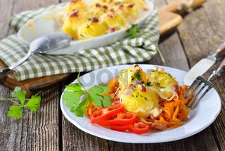 Gratinierte Kartoffelnocken auf Paprikakraut