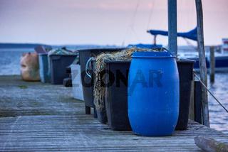 Fischereianleger mit eingeholten Netzen