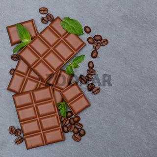 Schokolade Milchschokolade Tafel Schiefertafel quadratisch Süßigkeiten Essen Textfreiraum von oben