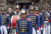 Angehörige der Präsidentengarde bei der Wachablösung vor dem Carondelet Präsidentenpalast in Quito