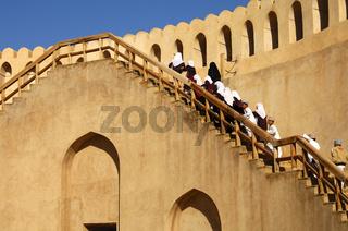 Schulausflug in der Burg von Nizwa, Libyen