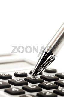 Taschenrechner und Kugelschreiber