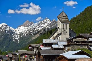 Denkmalgeschütztes Bergdorf mit Kirche, Blatten, Lötschental, Walliser Alpen, Wallis, Schweiz