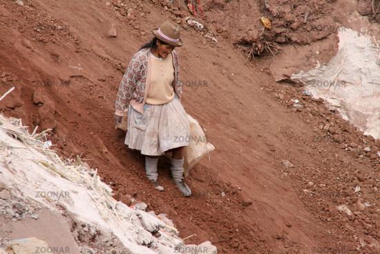 Menschen auf Müllkippe Südamerika