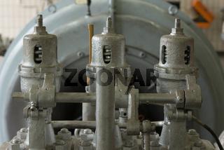 Dampfleitungen einer Turbine mit Druckventilen
