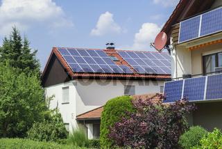 Hausdach mit Photovoltaik-Anlage, Schwaebisch Hall, Deutschland