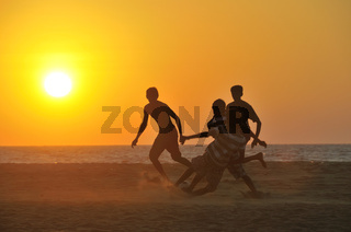 Fussballspieler am Strand, Negombo, Sri Lanka, Ceylon, Südasien, Asien