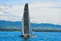Segelboot Racing Django auf dem Genfersee
