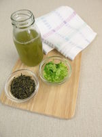 Homemade facial toner with green tea and cucumber against impure and dry skin
