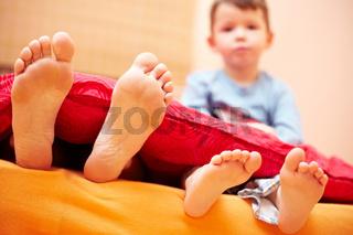 Große und kleine Füße