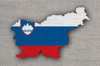 Karte und Fahne von Slowenien auf altem Leinen - Map and flag of Slovenia on old linen