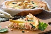 Asparagus tart with salmon