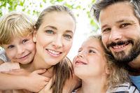 Harmonische Familie mit Kindern