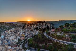 Sonnenaufgang in Ragusa Ibla in Sizilien