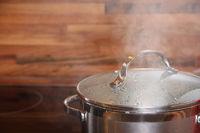 Kochtopf mit Wasserdampf