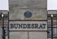Gebaeude des Bundesrates mit Schriftzug, Detail, Berlin, Deutschland |Building of the Bundesrat Federal Assembly with lettering, Berlin, Germany