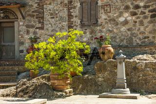 Dorf Roccatederighi, Häuser aus Stein auf einem Hügel, Gemeinde Roccastrada , Provinz Grossetto