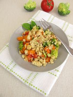 Vegetable crumble with carrots, tomatoes, broccoli and parmesan crumbs
