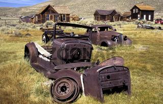 Bodie, verrostende Autowracks