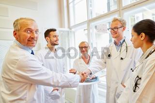 Vereinbarung mit Handschlag