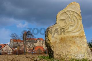 Blick auf das Quedlinburger Schloss im Frühling