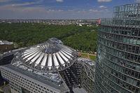 Dach des Sony Centers und Bahn Tower am Potsdamer Platz, Berlin,