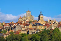 Vezelay, Burgund in Frankreich   - the town Vezelay, Burgundy in France