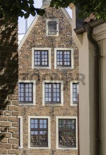 Spiegelnde Fenster, Backstein-Fassade,  Münster, NRW