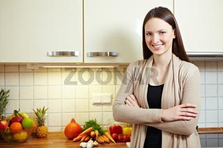 Portrait einer Frau in Küche