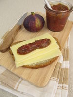 Cheese bread with fig mustard