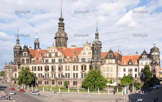 Tourists at Dresden Castle