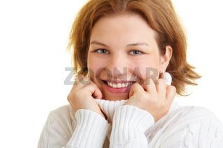 Frau mit Rollkragenpullover