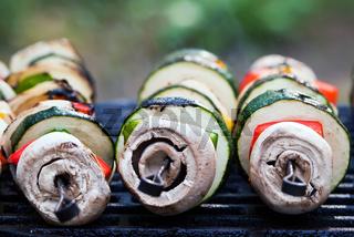 Gemüsespieße auf dem Grill