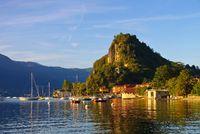 Castelveccana am Lago Maggiore - Castelveccana on lake Lago Maggiore in northern Italy