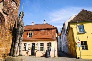 Roland vor Altstaedtischem Rathaus, Brandenburg an der Havel, Brandenburg, Deutschland