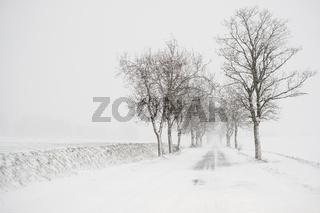 winterliche Straßen im Harz Schneeglätte