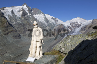 Kaiser-Franz-Josefs-Denkmal auf der Kaiser-Franz-Josefs-Höhe, Großglockner, Nationalpark Hohe Tauern, Kärnten, Österreich, Europa