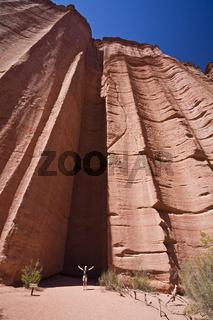 Echo-Kammer Chimenea del Eco in Sandsteinschlucht im Parque Nacional Talampaya, Argentinien, Echo chamber