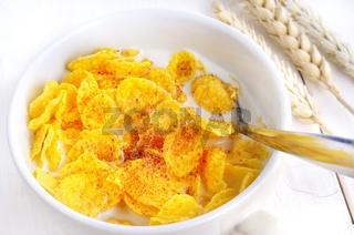 Cornflakes mit Milch und braunen Zucker
