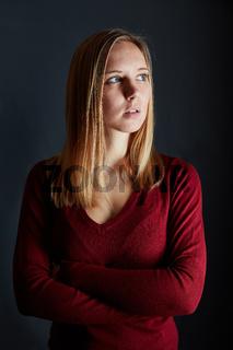 Portrait einer jungen blonden attraktiven Frau