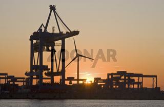Containerterminal Altenwerder im Sonnenuntergang